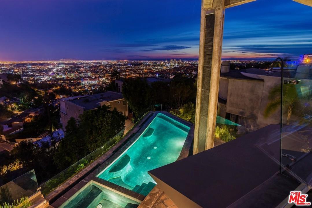 1742 VIEWMONT, Los Angeles (City), CA 90069