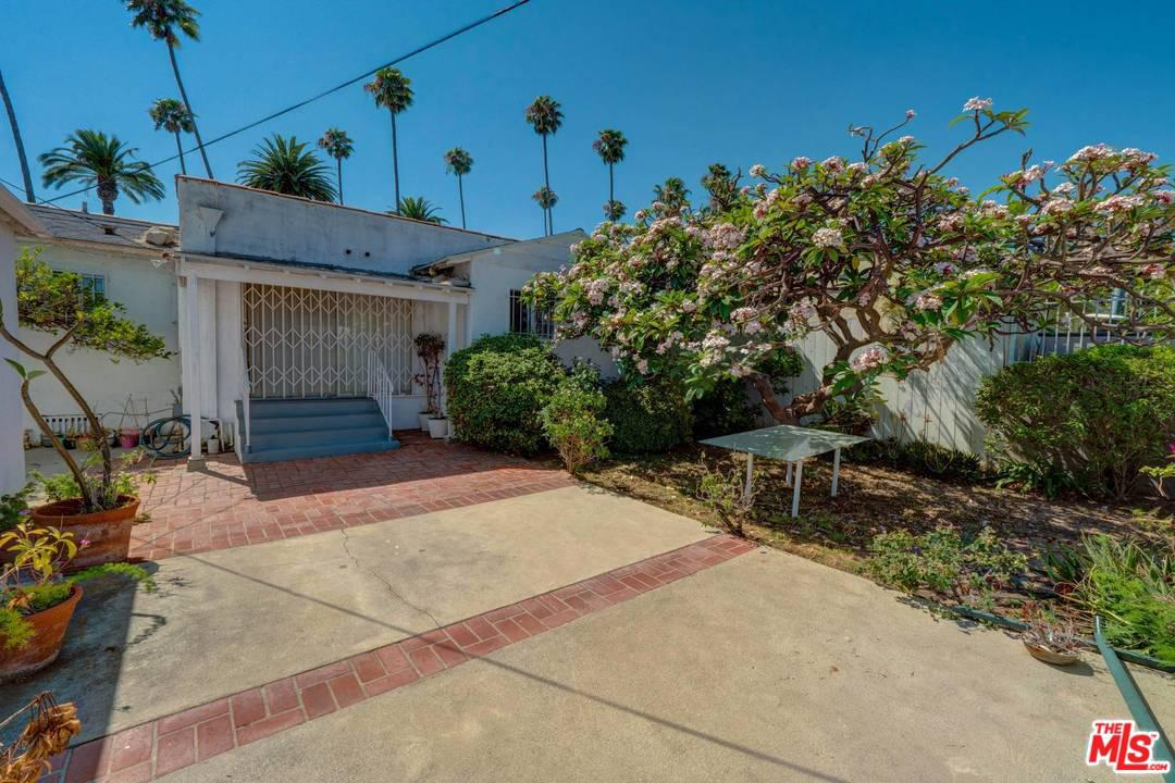 138 DOHENY, Beverly Hills, CA 90211