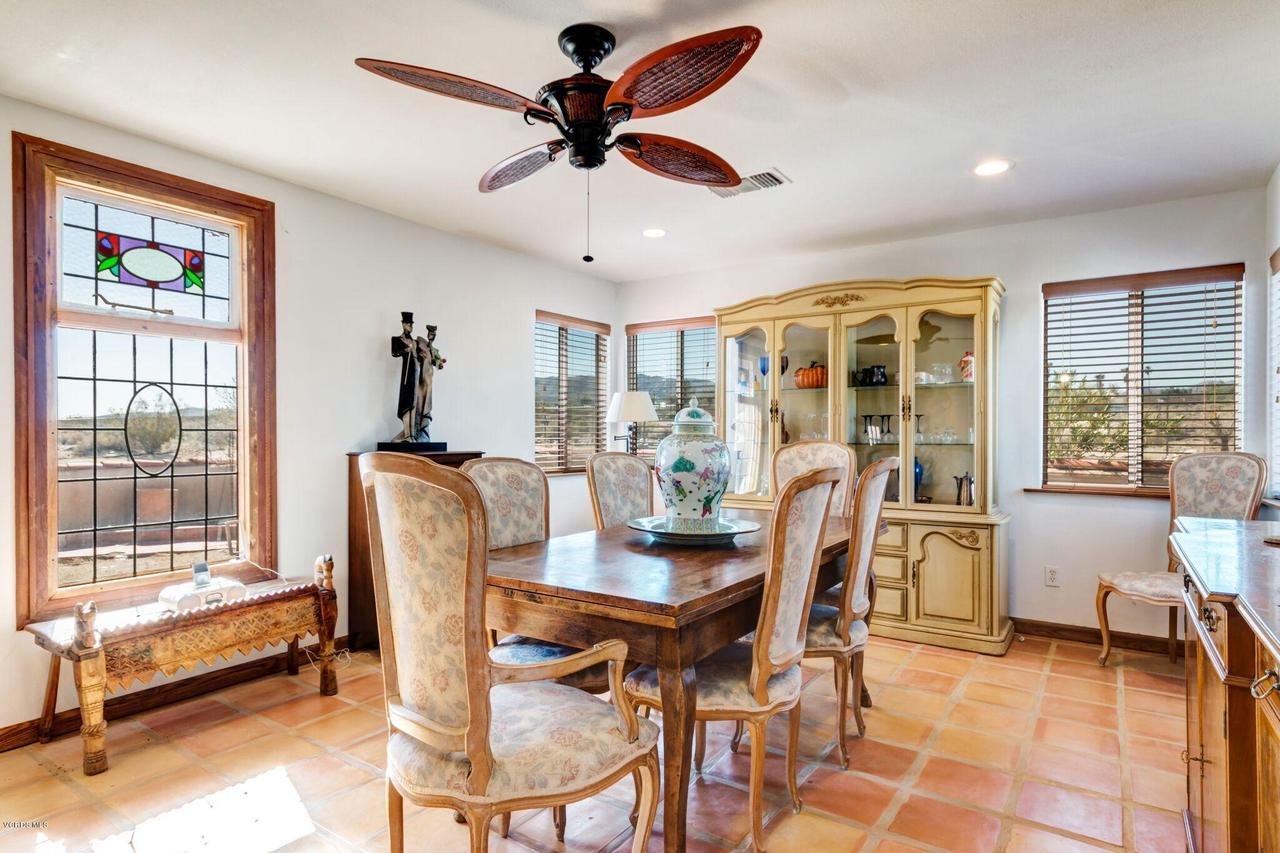 74784 FOOTHILL, 29 Palms, CA 92277 - Comfortable Dinner for 6 or 12