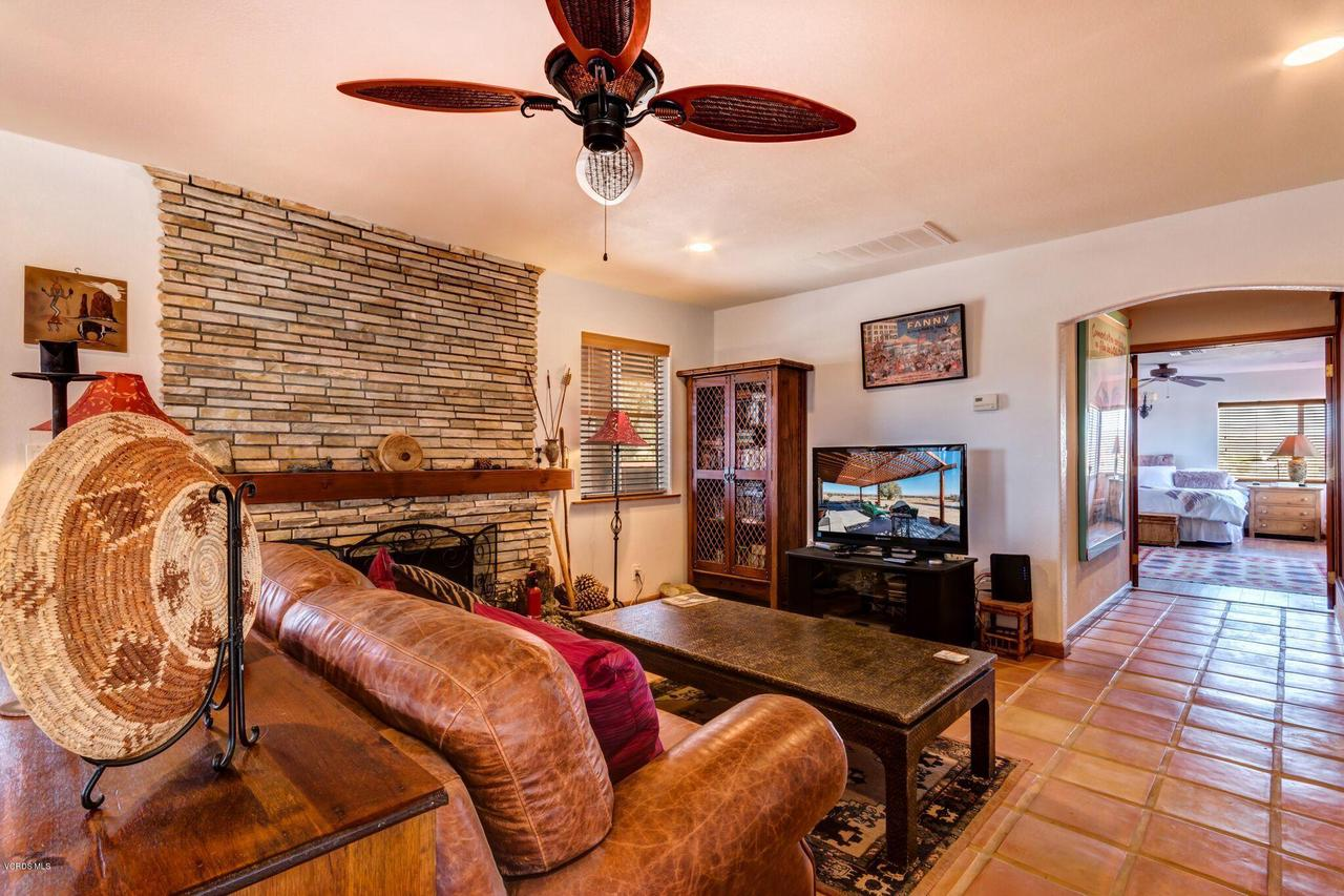 74784 FOOTHILL, 29 Palms, CA 92277 - Family room