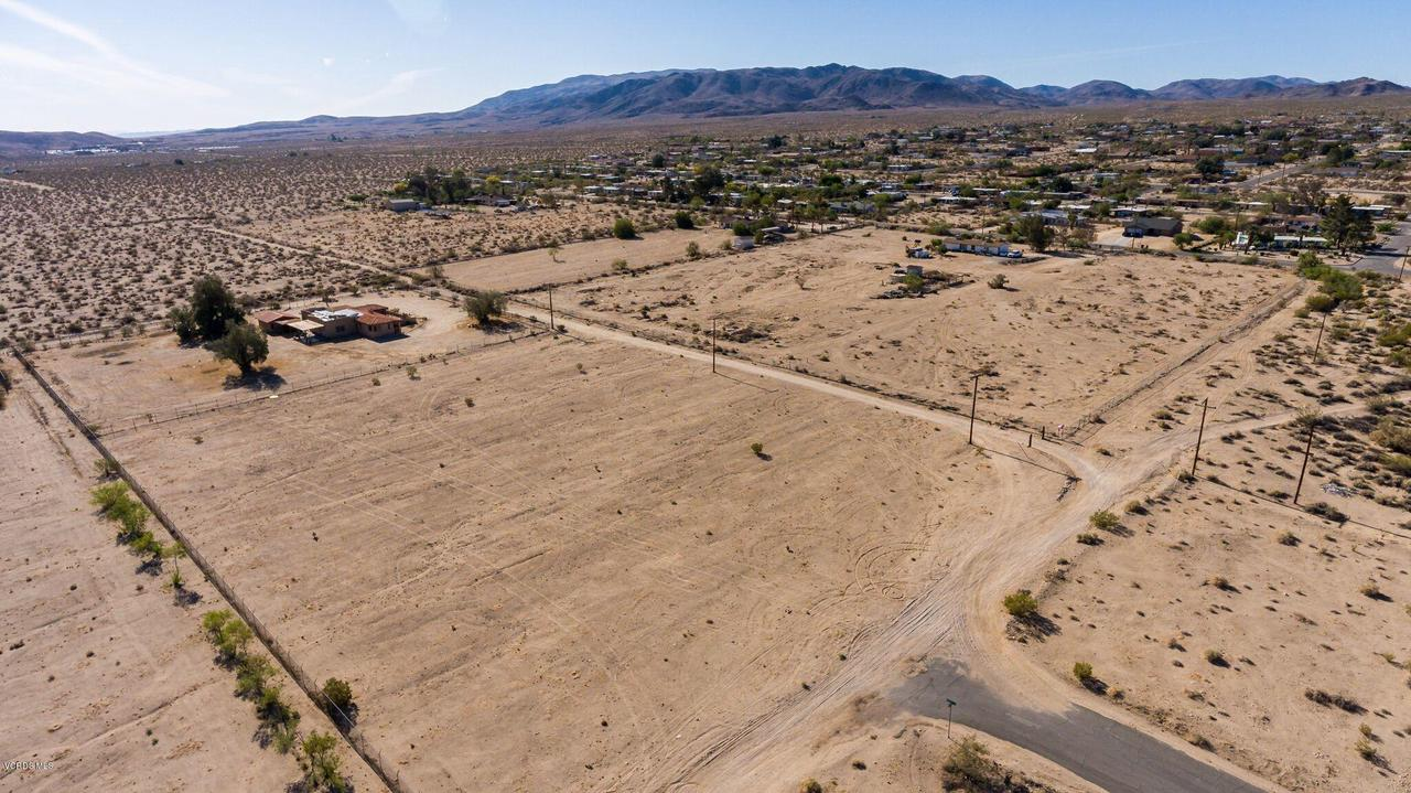 74784 FOOTHILL, 29 Palms, CA 92277 - Mountains, privacy, but restaurants just