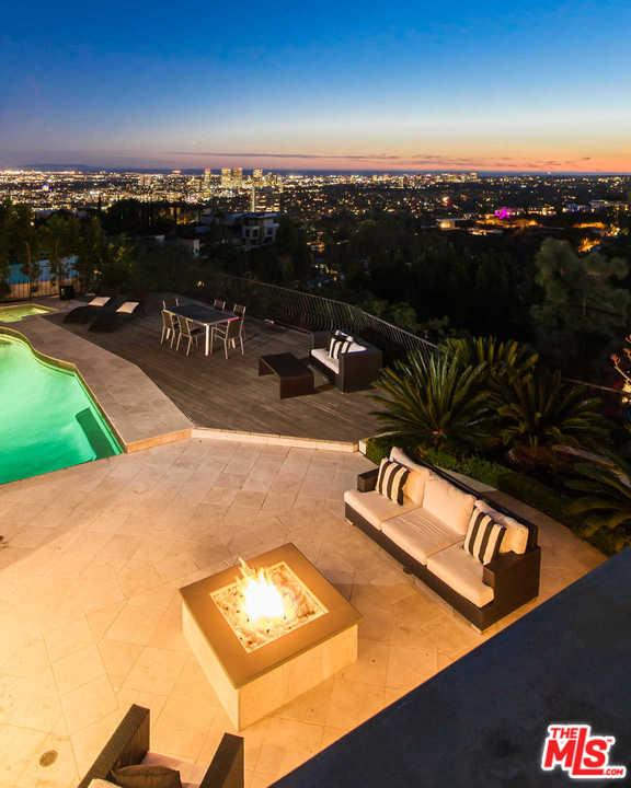 1536 SKYLARK, Los Angeles (City), CA 90069