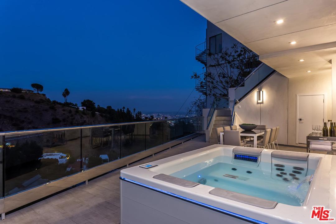 8540 HILLSIDE, Los Angeles (City), CA 90069