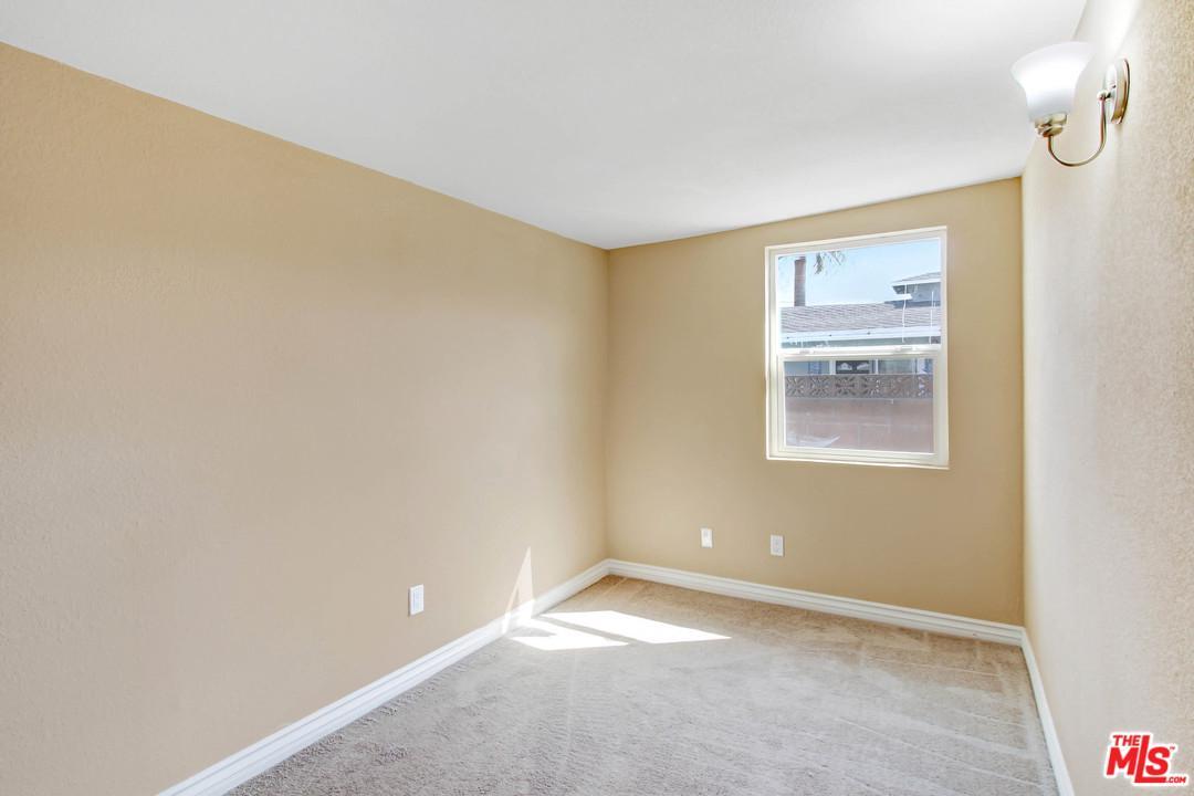 543 ASHFORD, Fontana, CA 92336