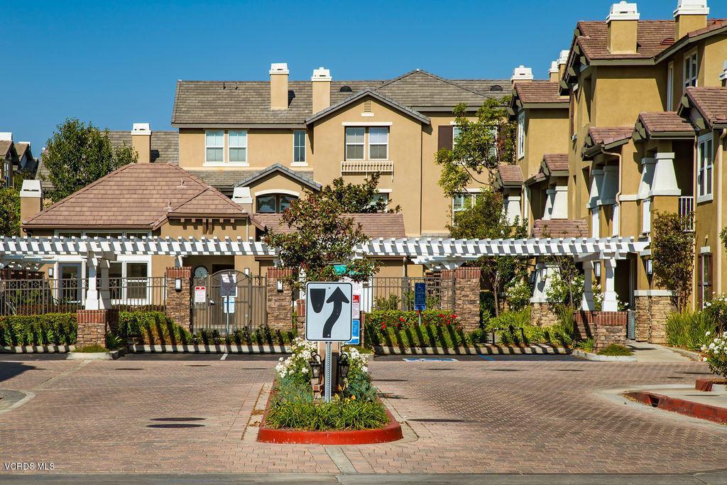 4511 VIA DEL SOL, Camarillo, CA 93012 - Tesoro Walk front guest parking