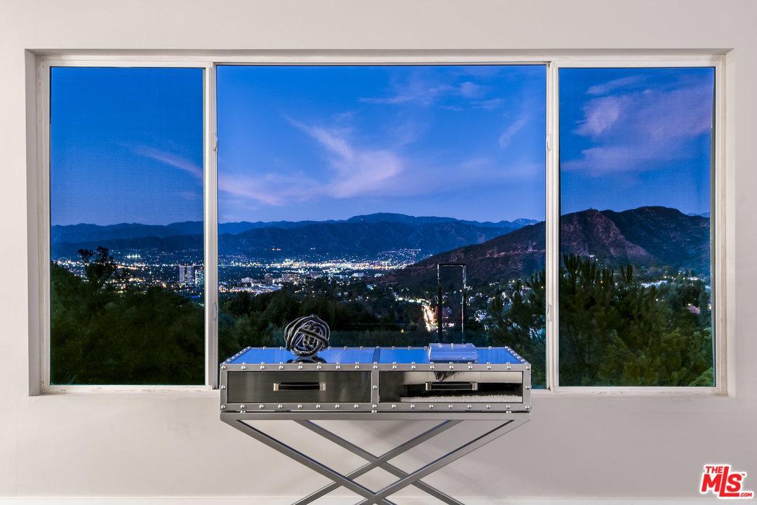 7346 PACIFIC VIEW, Los Angeles (City), CA 90068