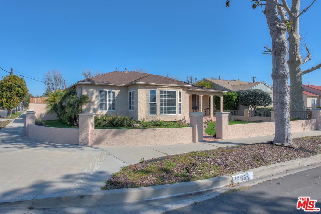17653 HAYNES, Lake Balboa, CA 91406