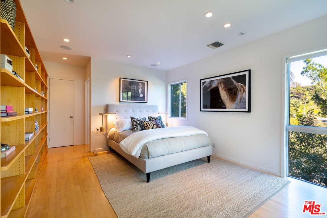 2291 CHELAN, Los Angeles (City), CA 90068