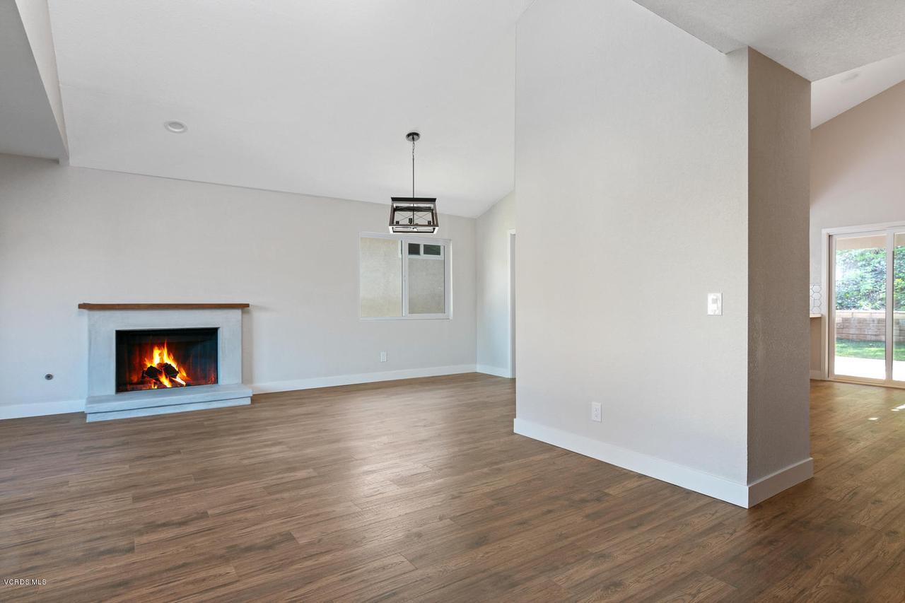 6458 SAN COMO, Camarillo, CA 93012 - 6458 San Como Ln-015-6-LivingDining Room