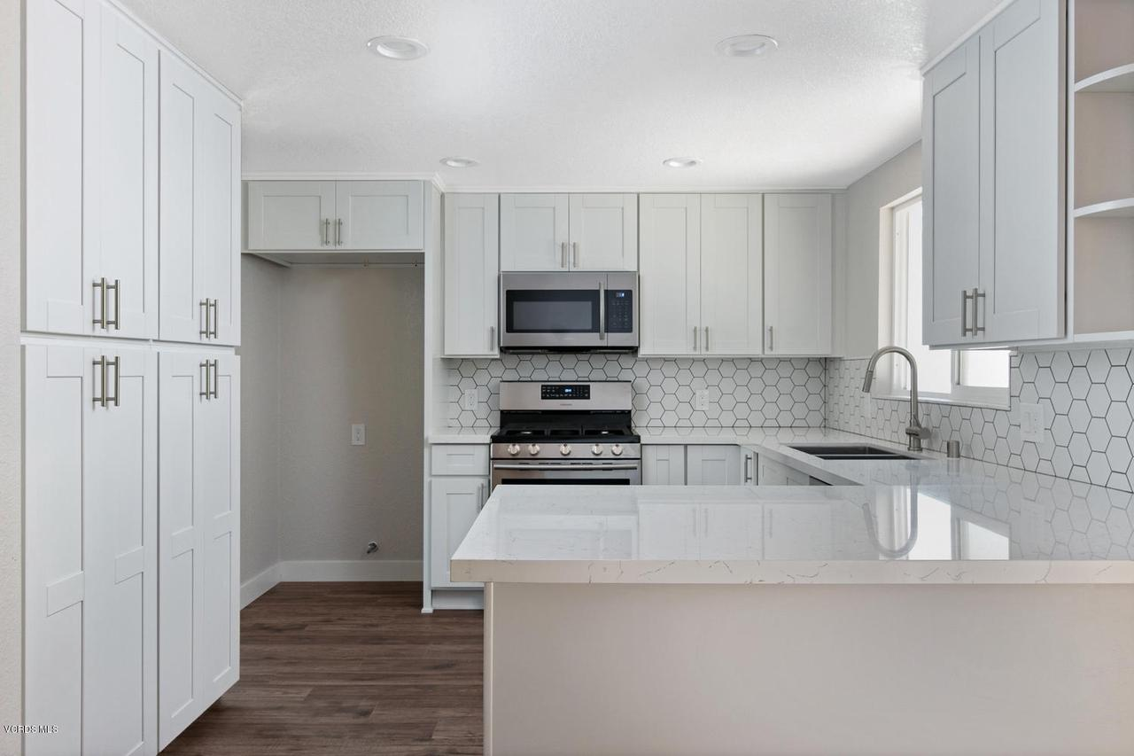 6458 SAN COMO, Camarillo, CA 93012 - 6458 San Como Ln-010-11-Kitchen-MLS_Size