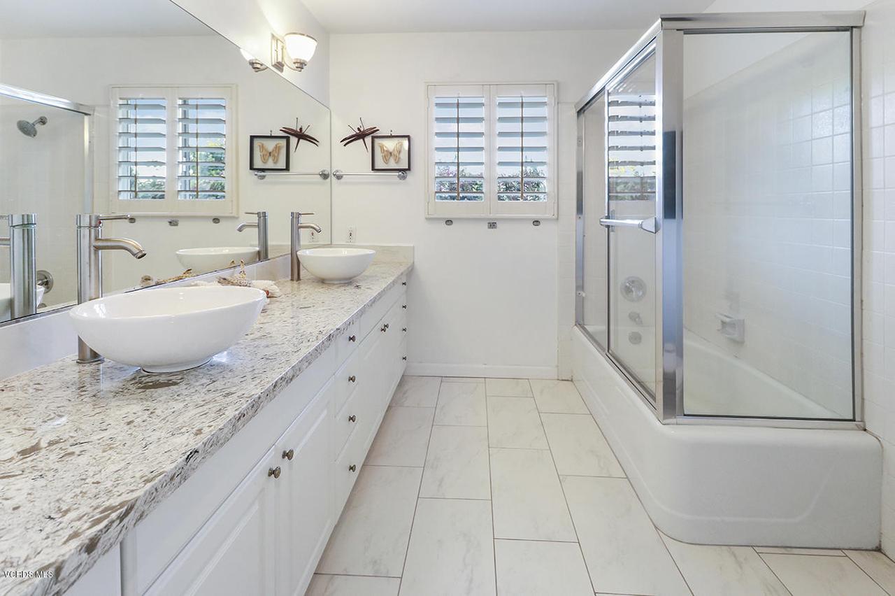 20475 ROCA CHICA, Malibu, CA 90265 - fHall Bath1