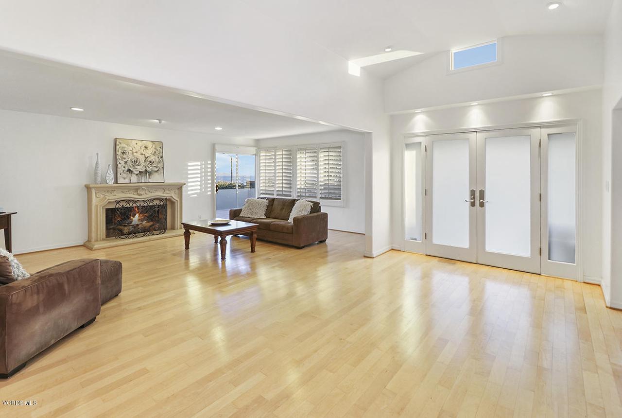 20475 ROCA CHICA, Malibu, CA 90265 - hEntry and Living Room2