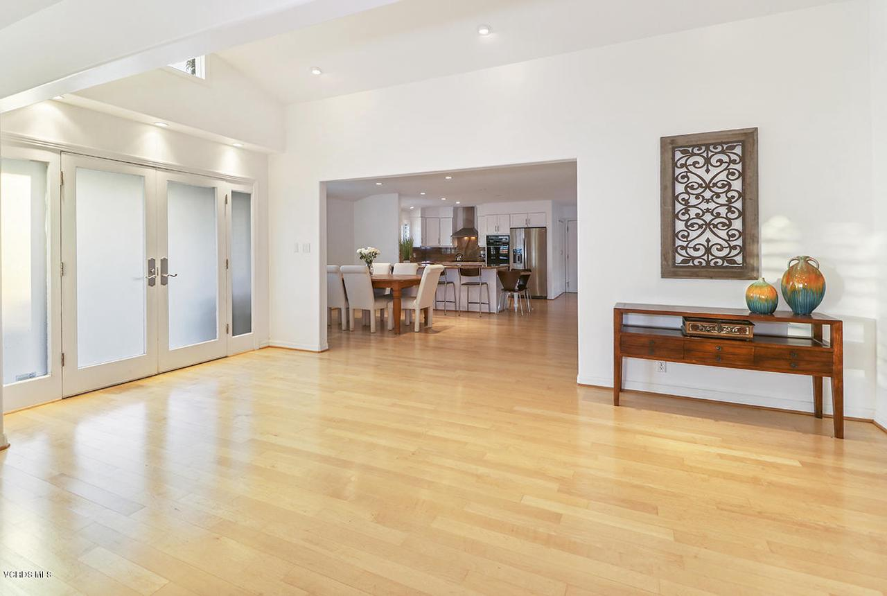 20475 ROCA CHICA, Malibu, CA 90265 - hEntry and Living Room5