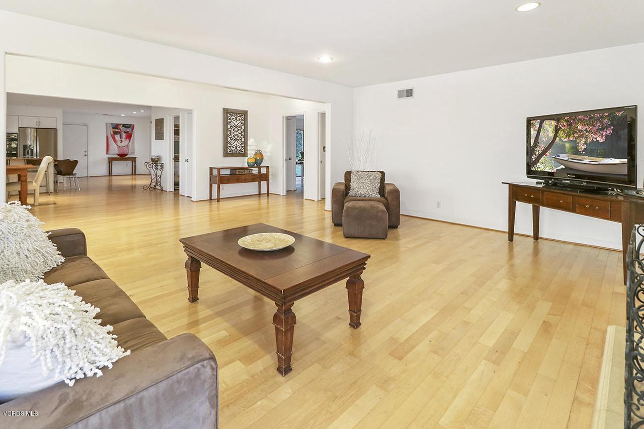 20475 ROCA CHICA, Malibu, CA 90265 - hEntry and Living Room4