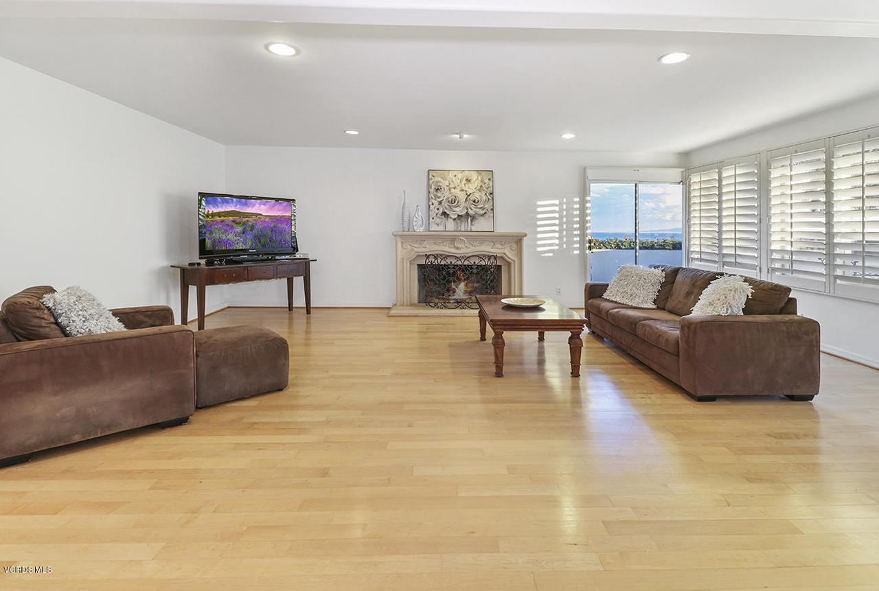 20475 ROCA CHICA, Malibu, CA 90265 - hEntry and Living Room3