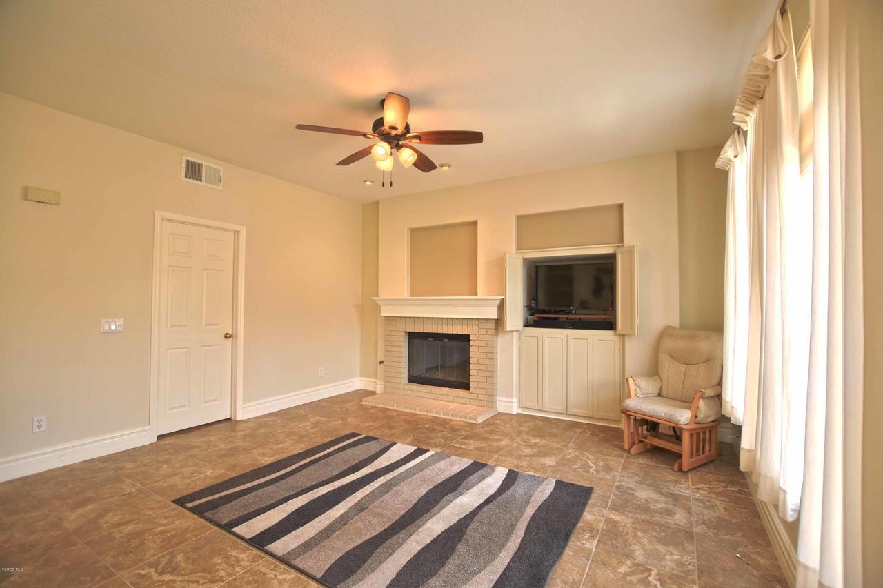 440 MOCKINGBIRD, Fillmore, CA 93015 - Family Room Fireplace