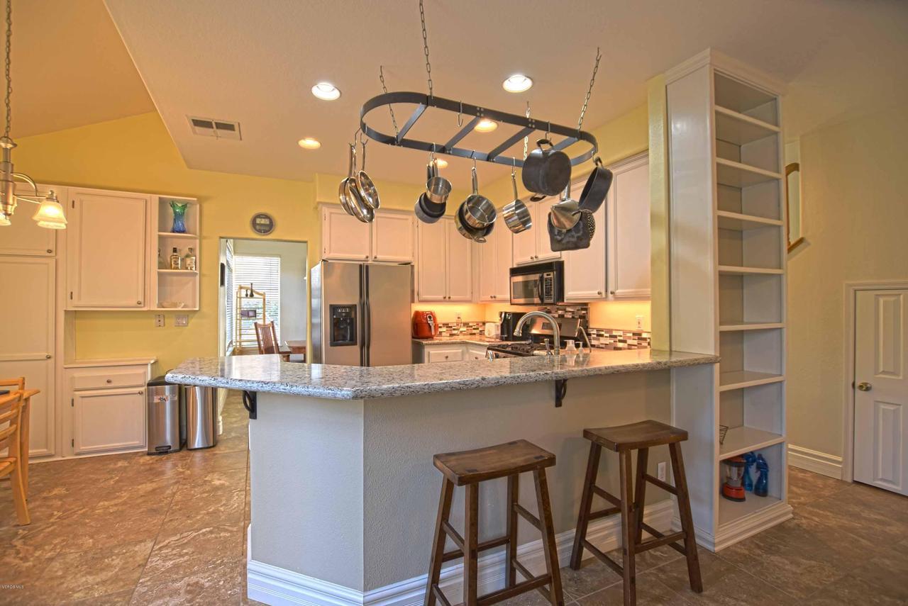 440 MOCKINGBIRD, Fillmore, CA 93015 - Kitchen and Dining