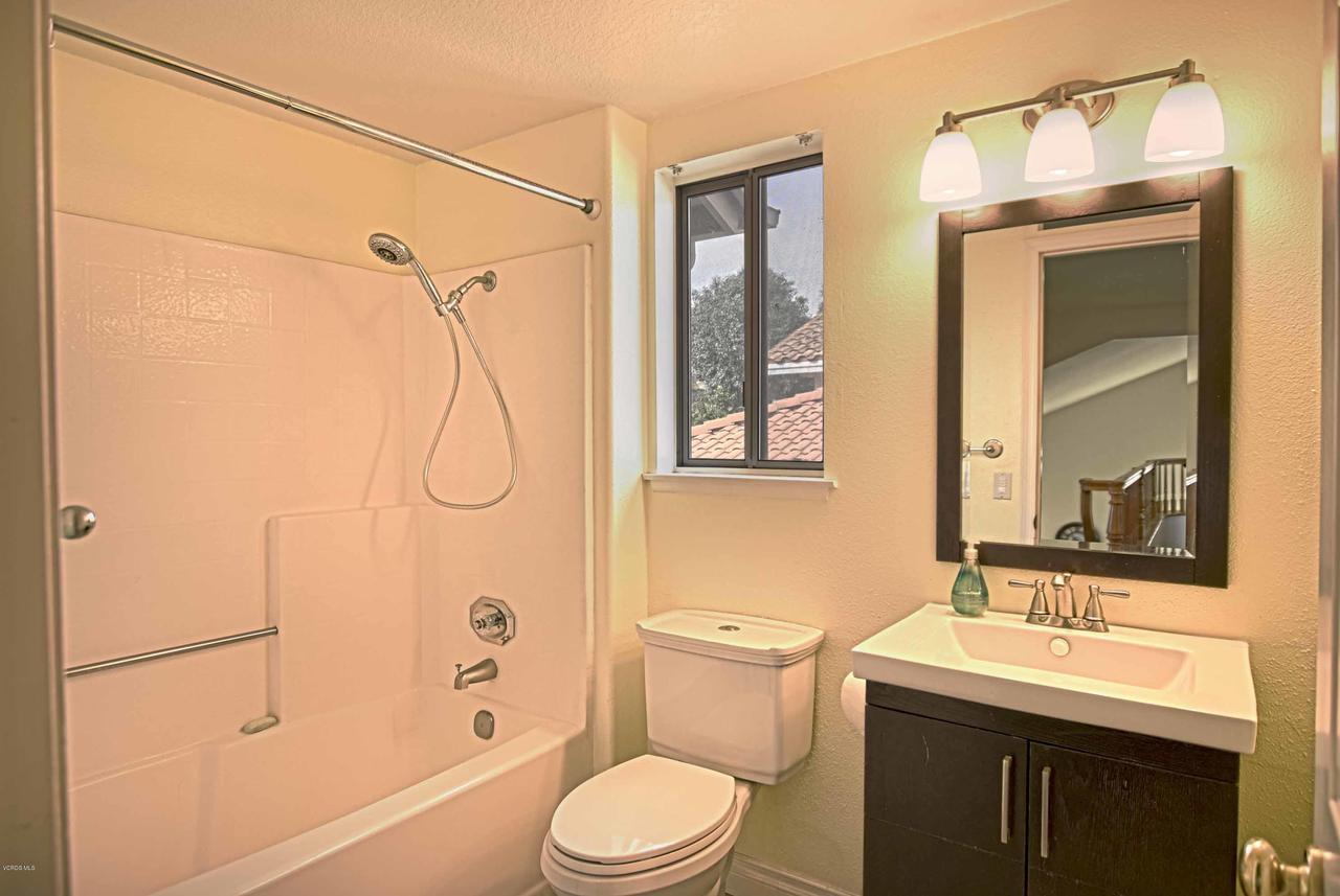 440 MOCKINGBIRD, Fillmore, CA 93015 - Upstairs Bathroom