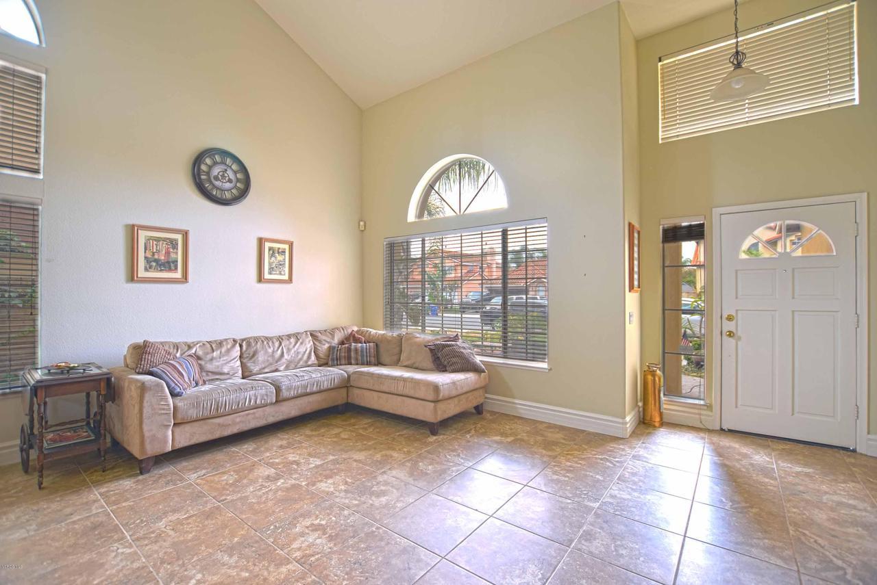 440 MOCKINGBIRD, Fillmore, CA 93015 - Living Room