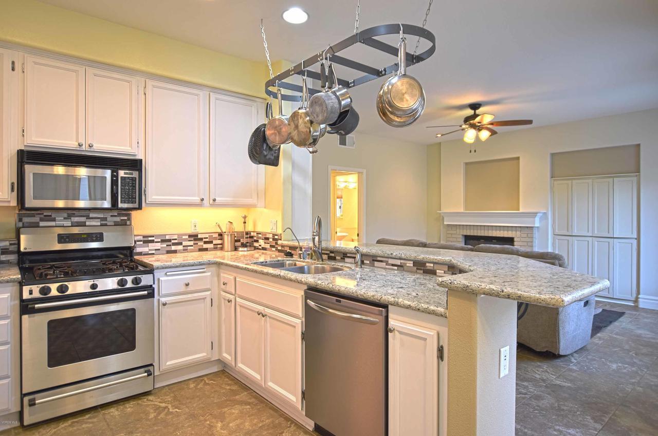 440 MOCKINGBIRD, Fillmore, CA 93015 - Kitchen