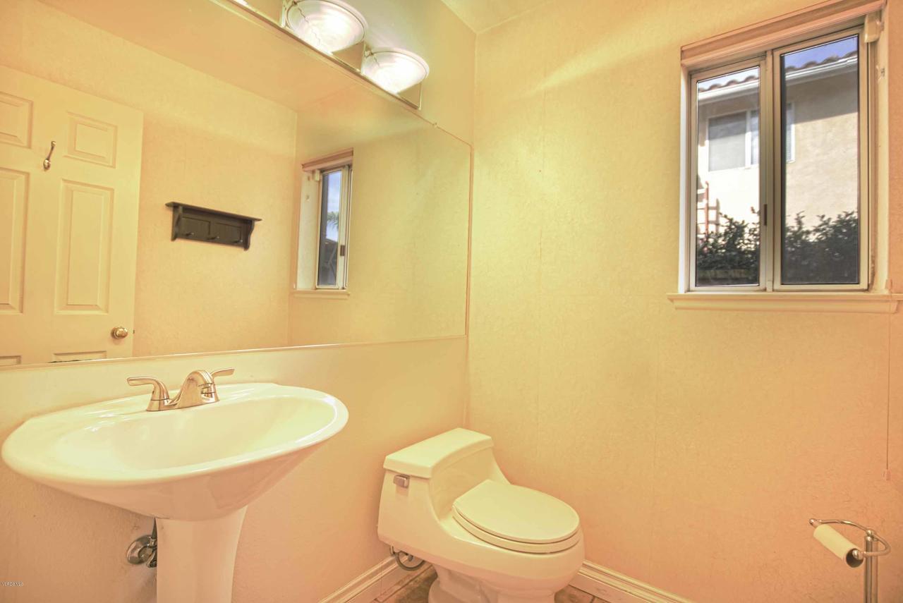 440 MOCKINGBIRD, Fillmore, CA 93015 - Downstairs Half Bathroom
