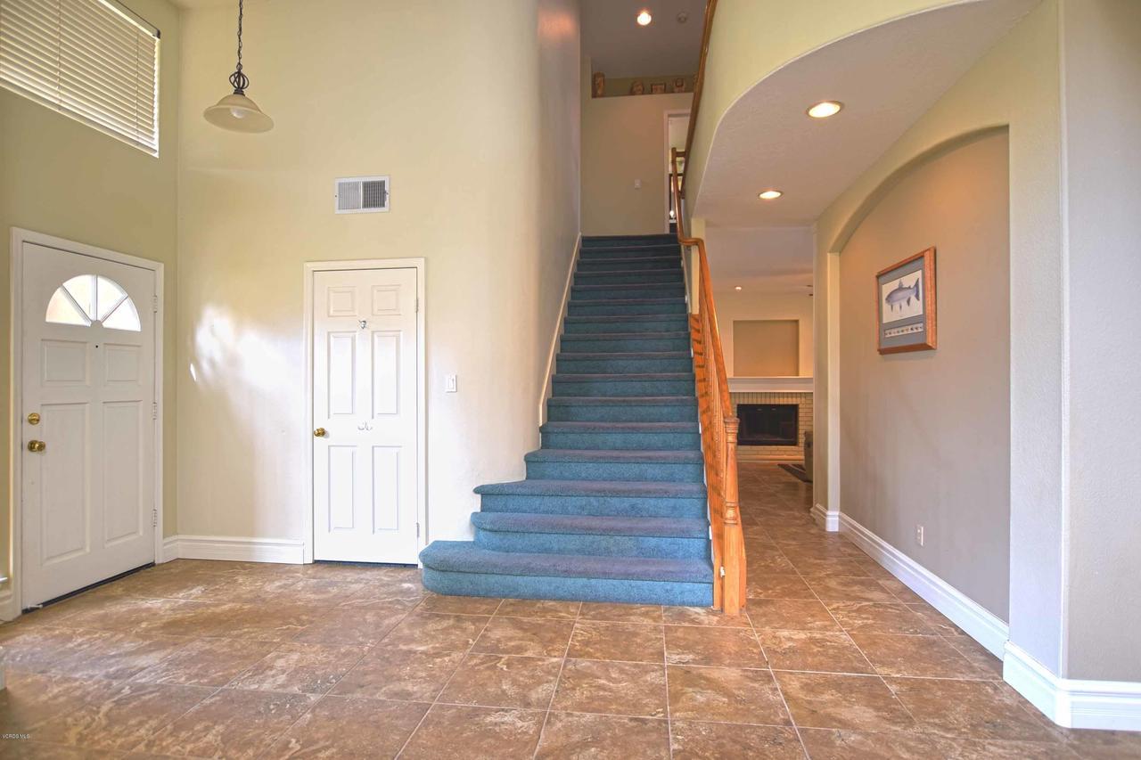 440 MOCKINGBIRD, Fillmore, CA 93015 - Stairs