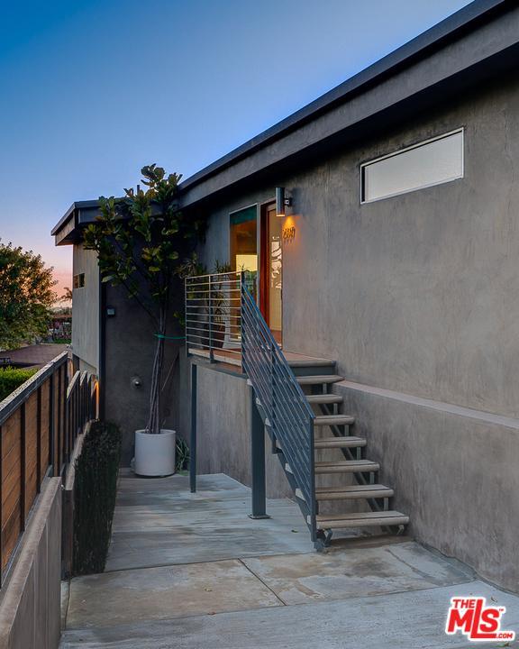 2507 CRESTON, Los Angeles (City), CA 90068