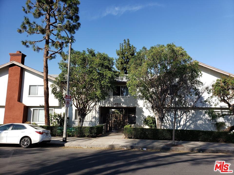 18611 COLLINS, Tarzana, CA 91356