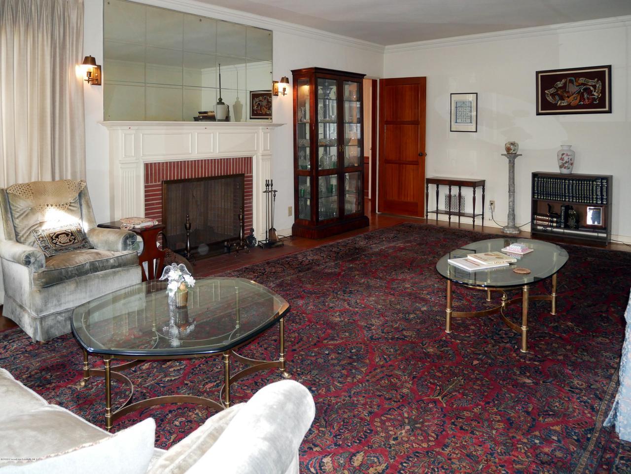 2432 ORANGE GROVE, Pasadena, CA 91104 - Living Room 2