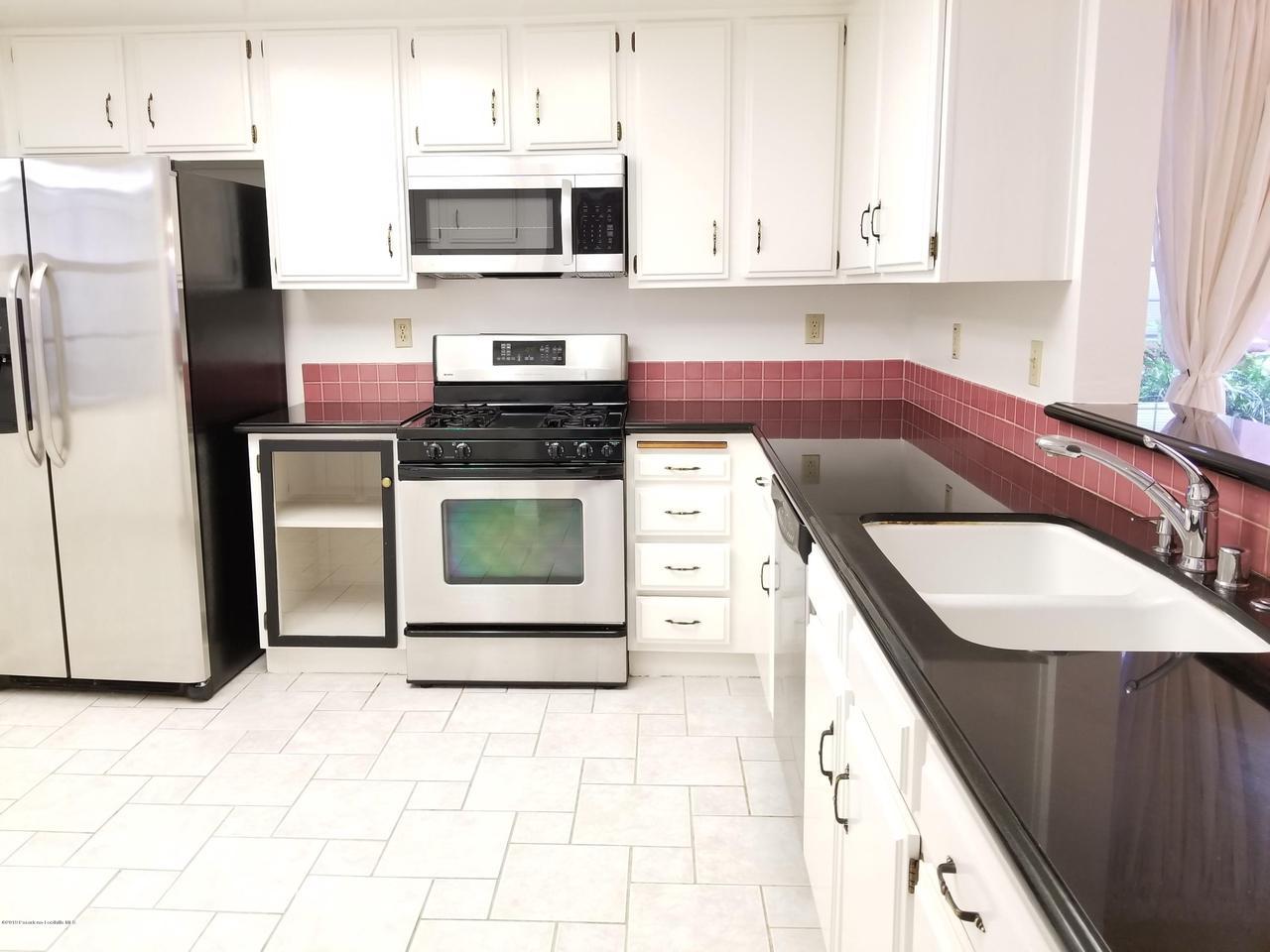 124 MONTEREY, South Pasadena, CA 91030 - Kitchen