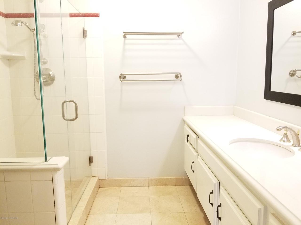 124 MONTEREY, South Pasadena, CA 91030 - Bath