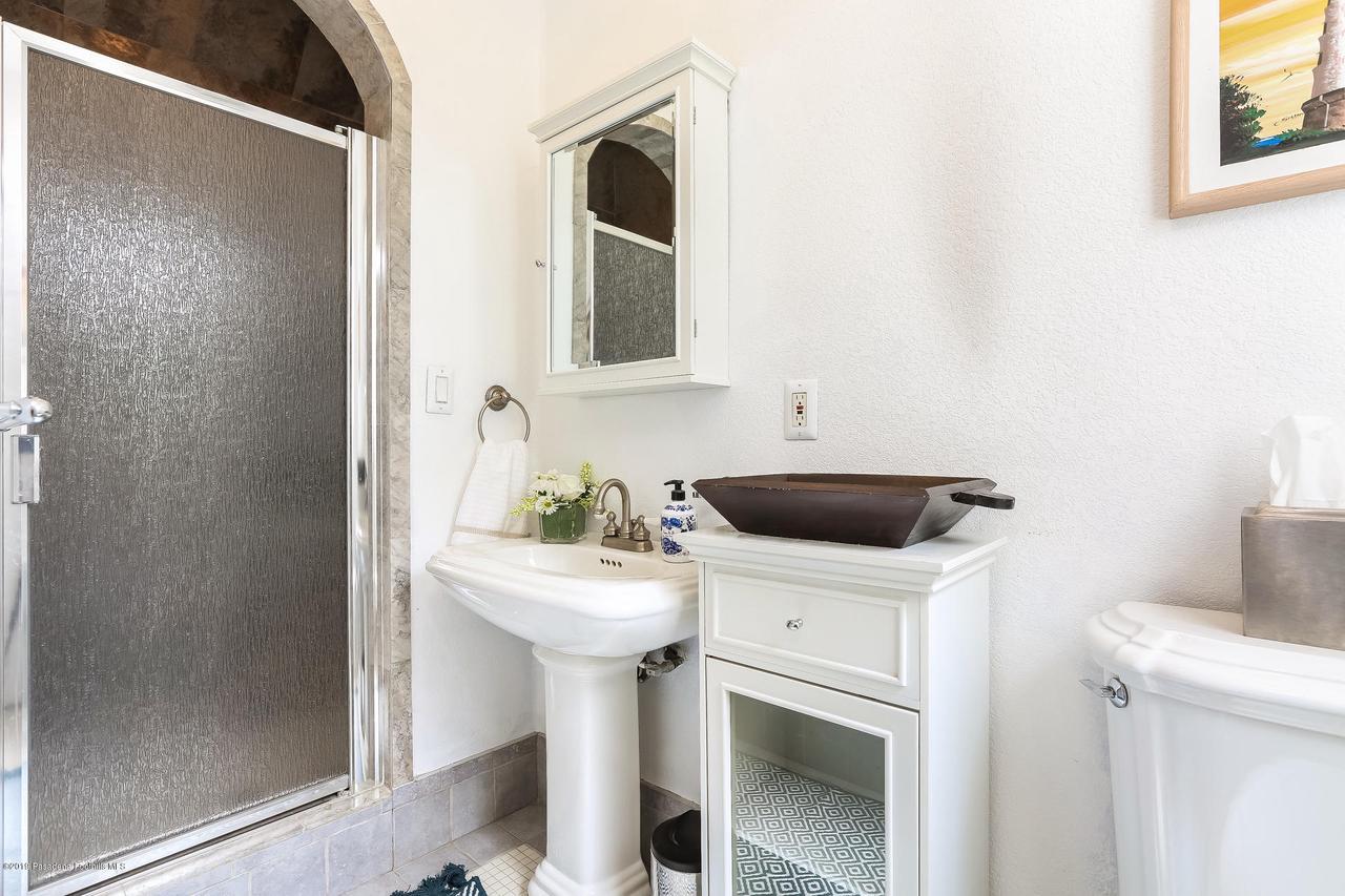 1654 GLEN AYLSA, Los Angeles (City), CA 90041 - 012-photo-bathroom-6869207