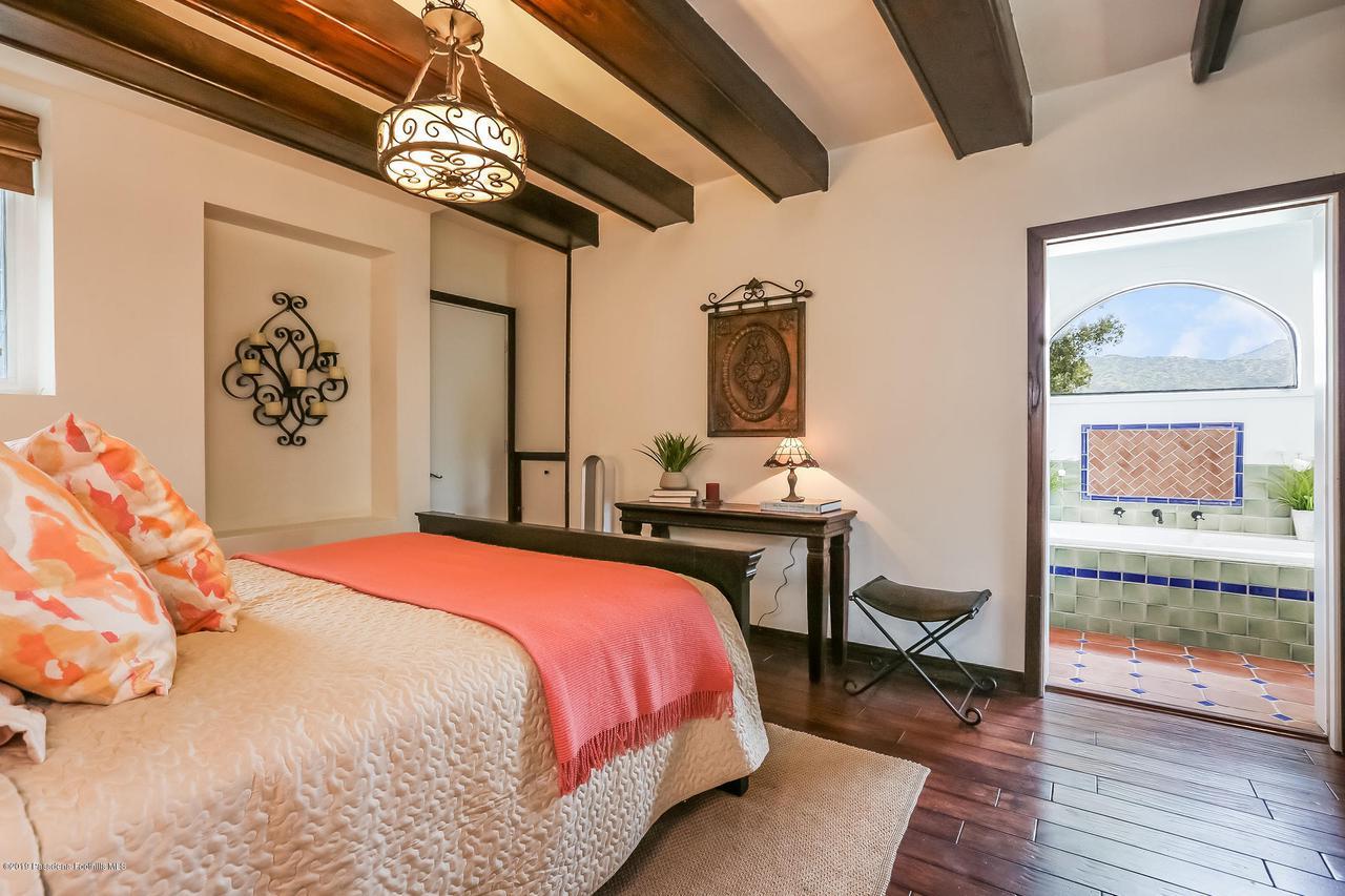 1654 GLEN AYLSA, Los Angeles (City), CA 90041 - 016-photo-master-bedroom-6869226