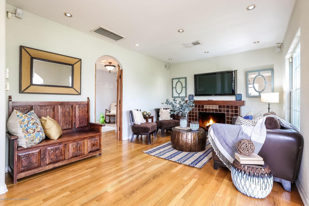 1654 GLEN AYLSA, Los Angeles (City), CA 90041 - 002-photo-living-room-6869213