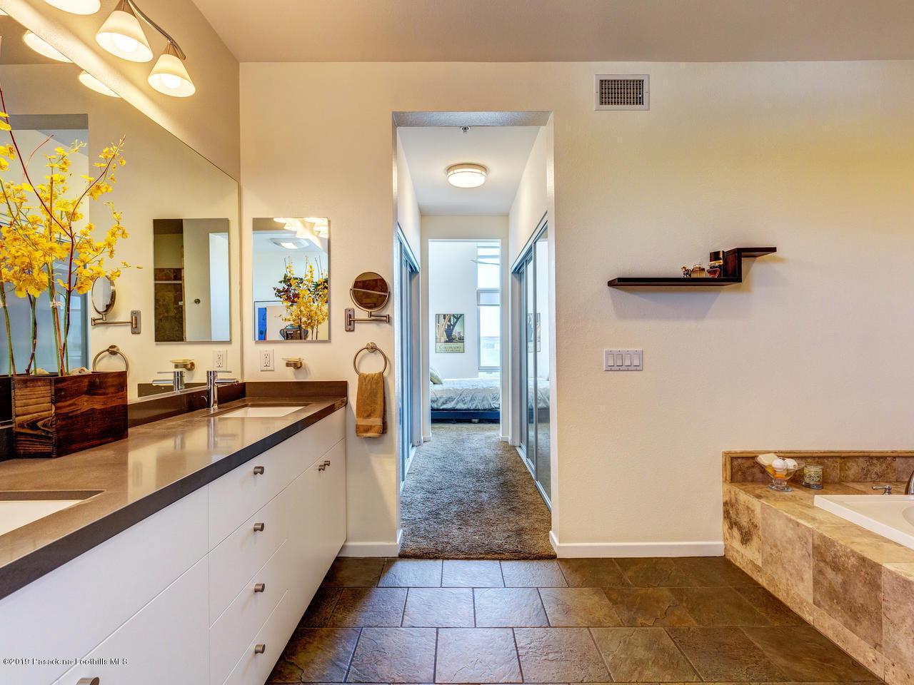 111 DE LACEY, Pasadena, CA 91105 - Master Bath