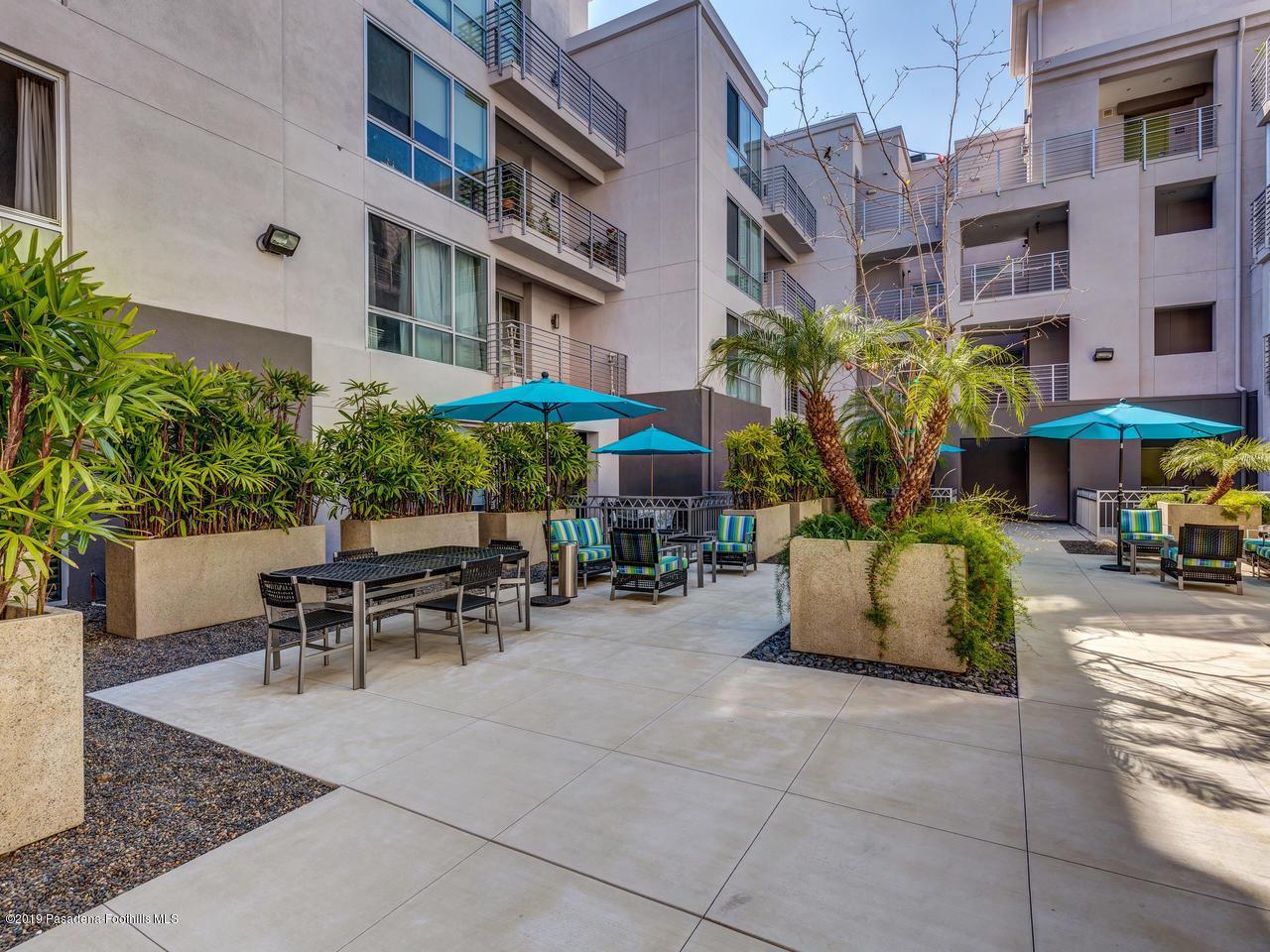 111 DE LACEY, Pasadena, CA 91105 - Courtyard