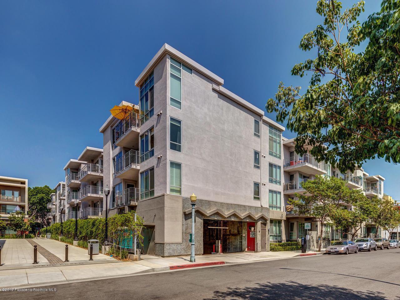 111 DE LACEY, Pasadena, CA 91105 - Garage Entrance