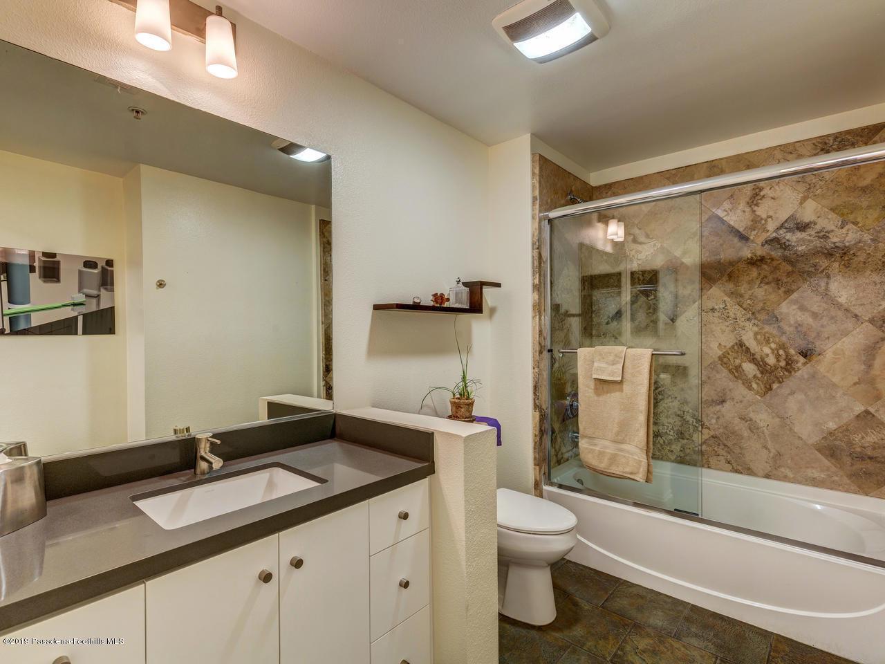 111 DE LACEY, Pasadena, CA 91105 - Second Bath