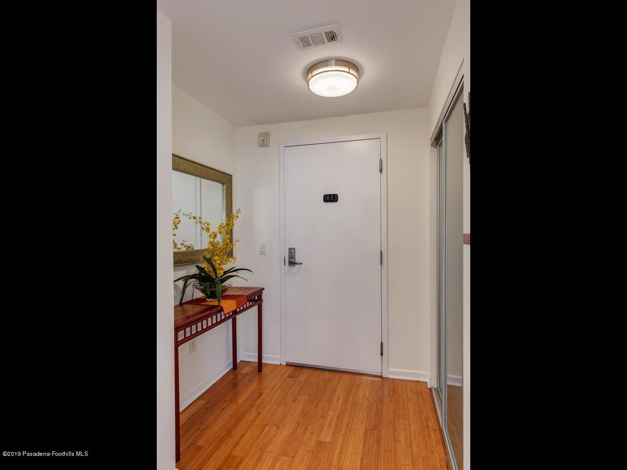 111 DE LACEY, Pasadena, CA 91105 - Foyer