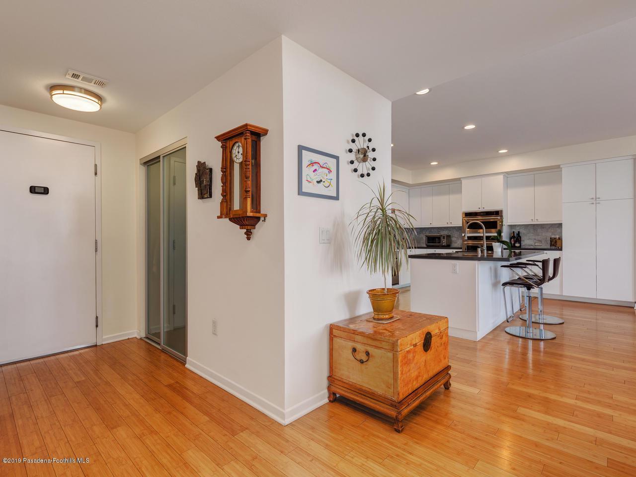 111 DE LACEY, Pasadena, CA 91105 - Foyer/Kitchen