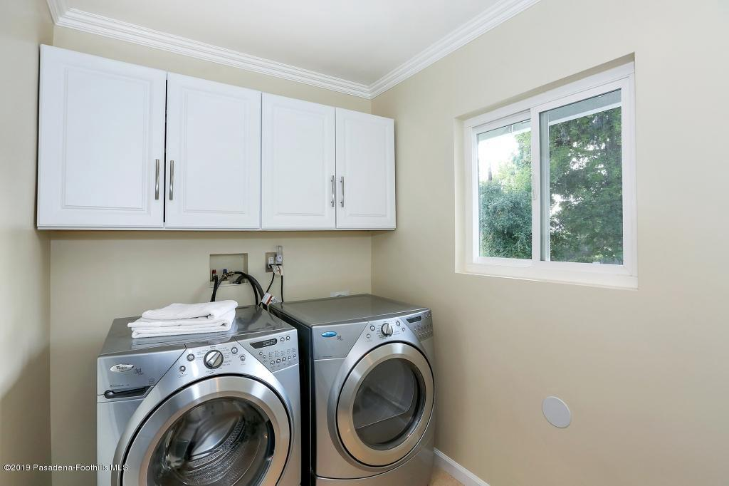 2357 SANTA ROSA, Altadena, CA 91001 - Laundry