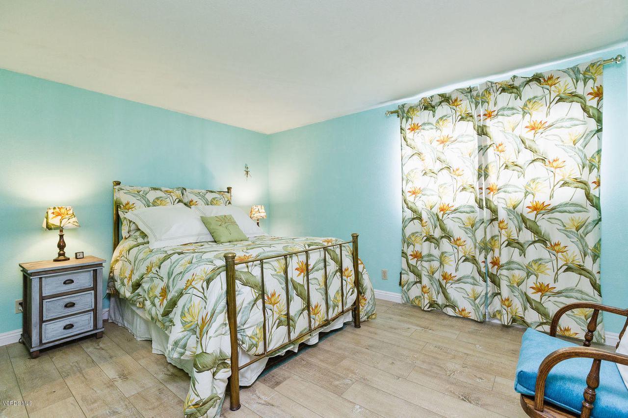 109 LA CRESCENTA, Oxnard, CA 93035 - 015_15master_bedroom