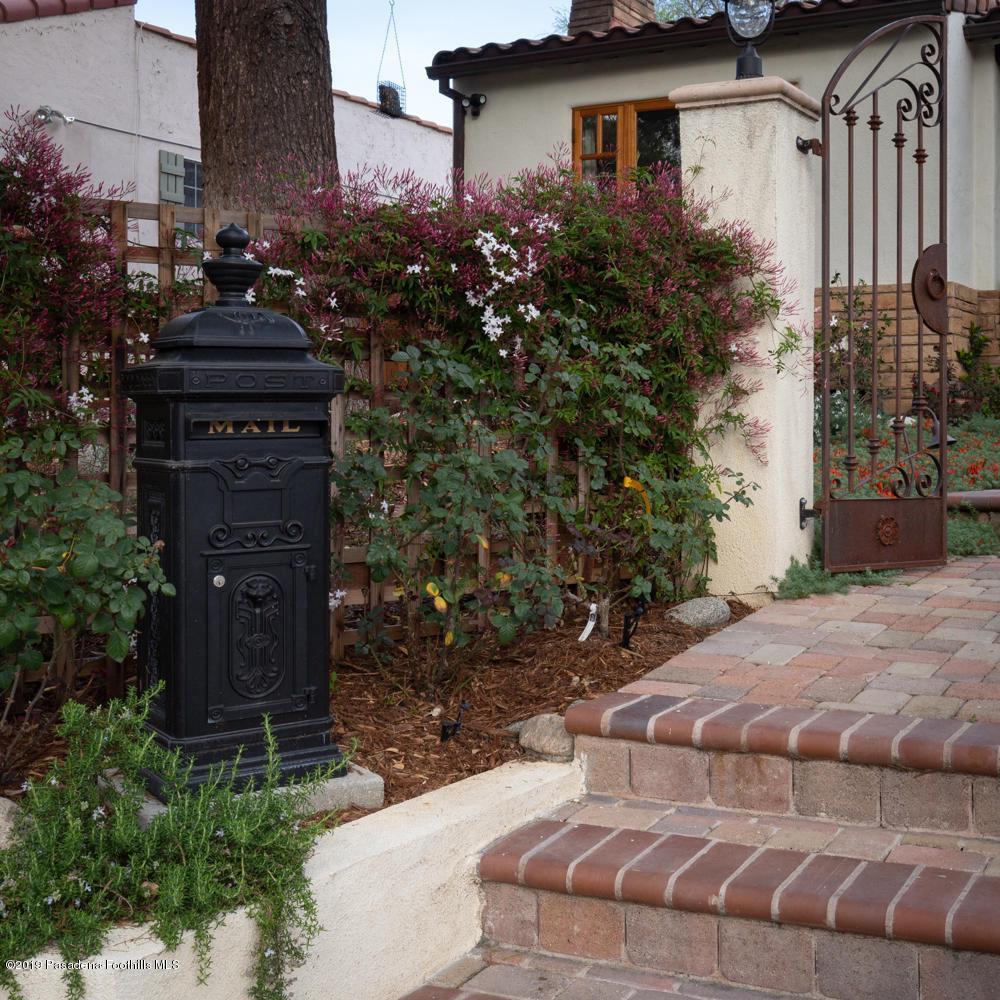 1462 MENTONE, Pasadena, CA 91103 - 1462 Mentone Ave-3