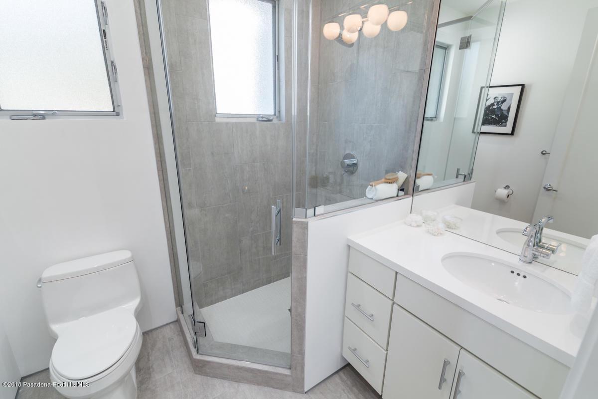 1509 INVERNESS, Pasadena, CA 91103 - Upstairs Bathroom_1509 Inverness Drive_J