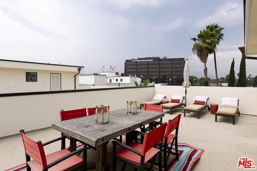 4615 RIVERTON, Los Angeles (City), CA 91602