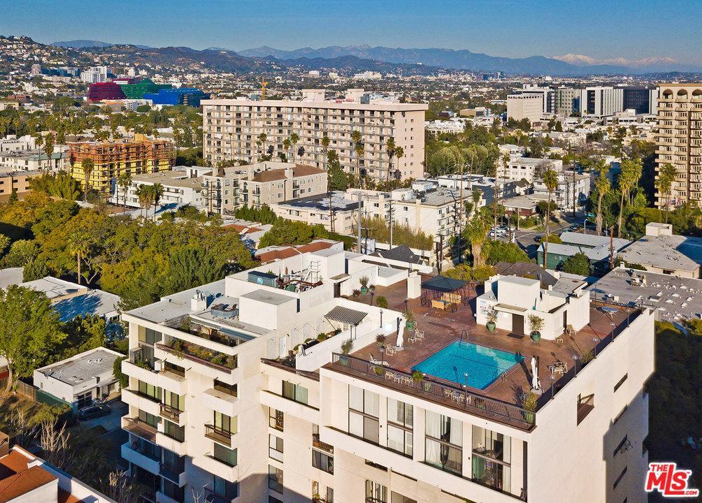 Photo of 325 N OAKHURST DR, Beverly Hills, CA 90210