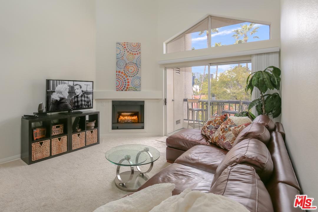 5525 CANOGA, Woodland Hills, CA 91367
