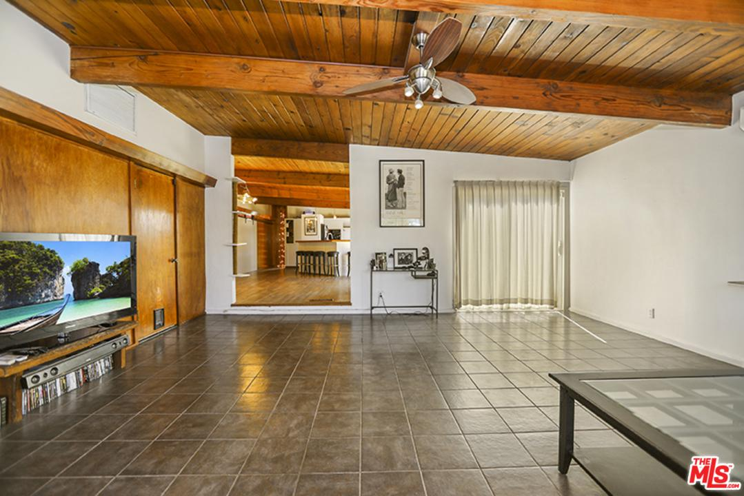 10900 VINEDALE, Sun Valley, CA 91352