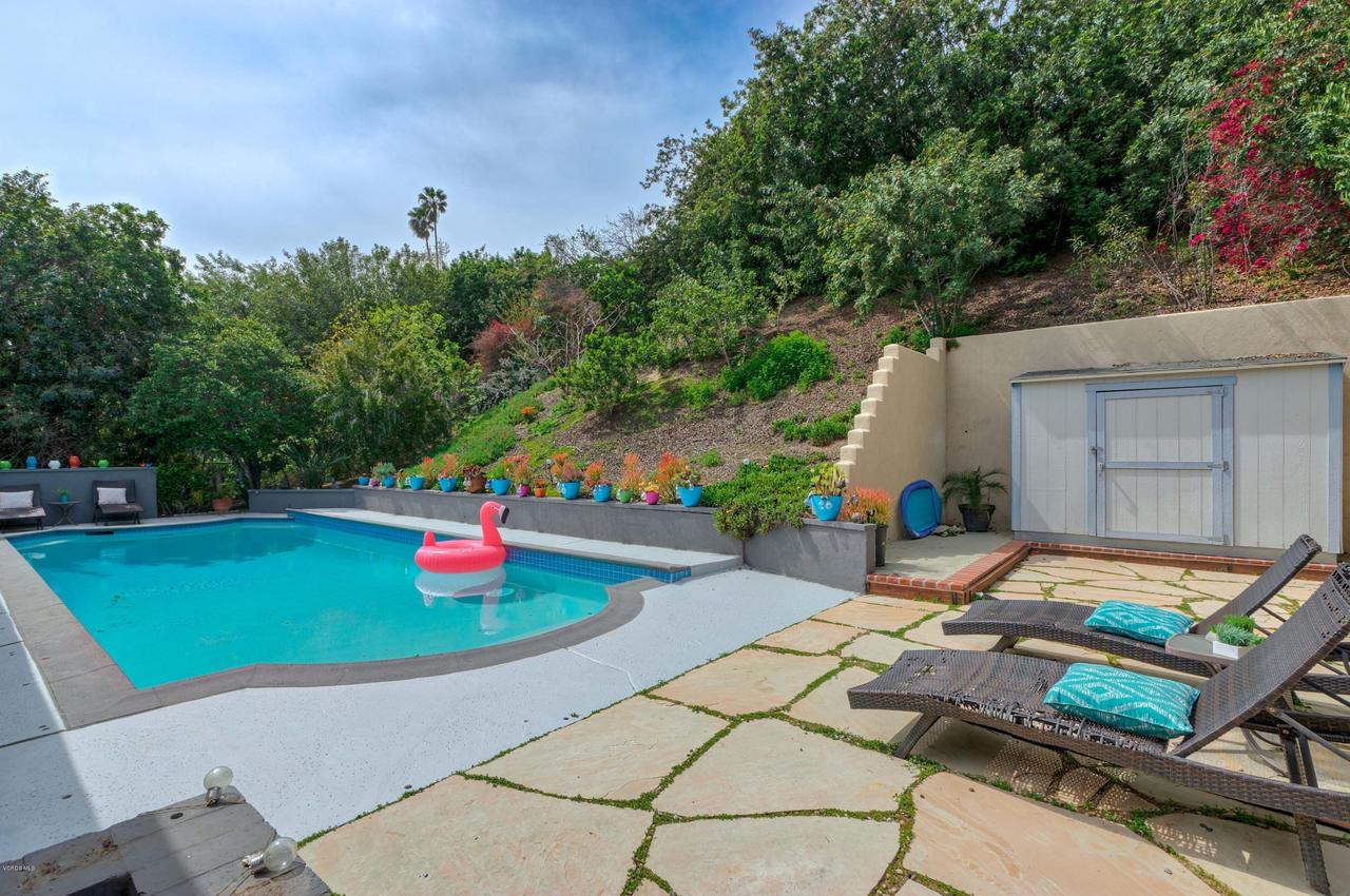 6231 PAT, West Hills, CA 91307 - Pool and Lounge Area