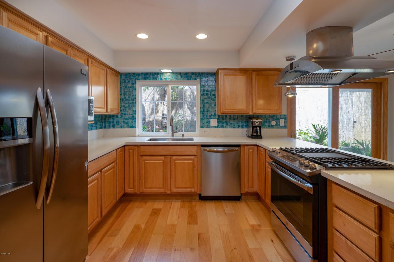 6231 PAT, West Hills, CA 91307 - Kitchen